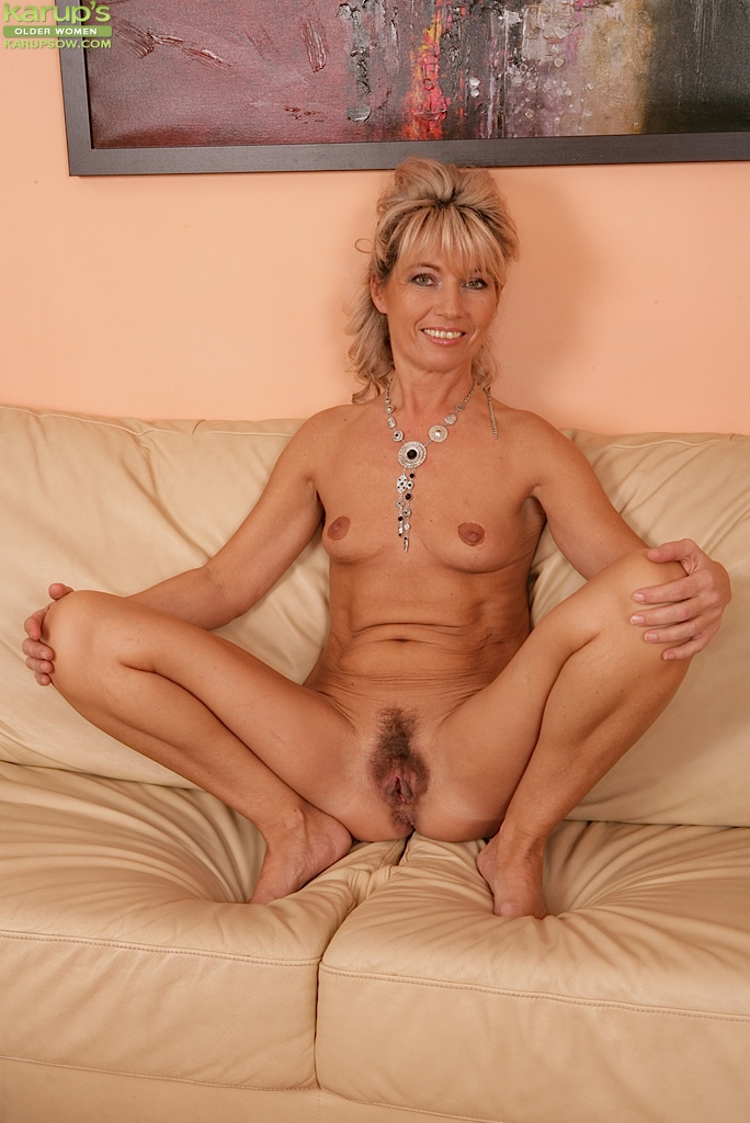 Mature mom janet in fuck date after her divorce 3