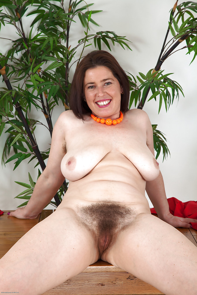 Hairy pussy flash
