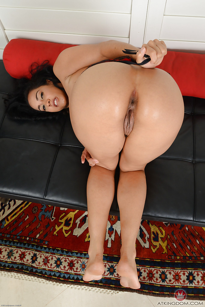 Lady-man bombshell gives unforgettable ride with her butthole