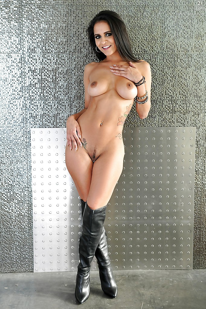 Under her boots fetish tgp