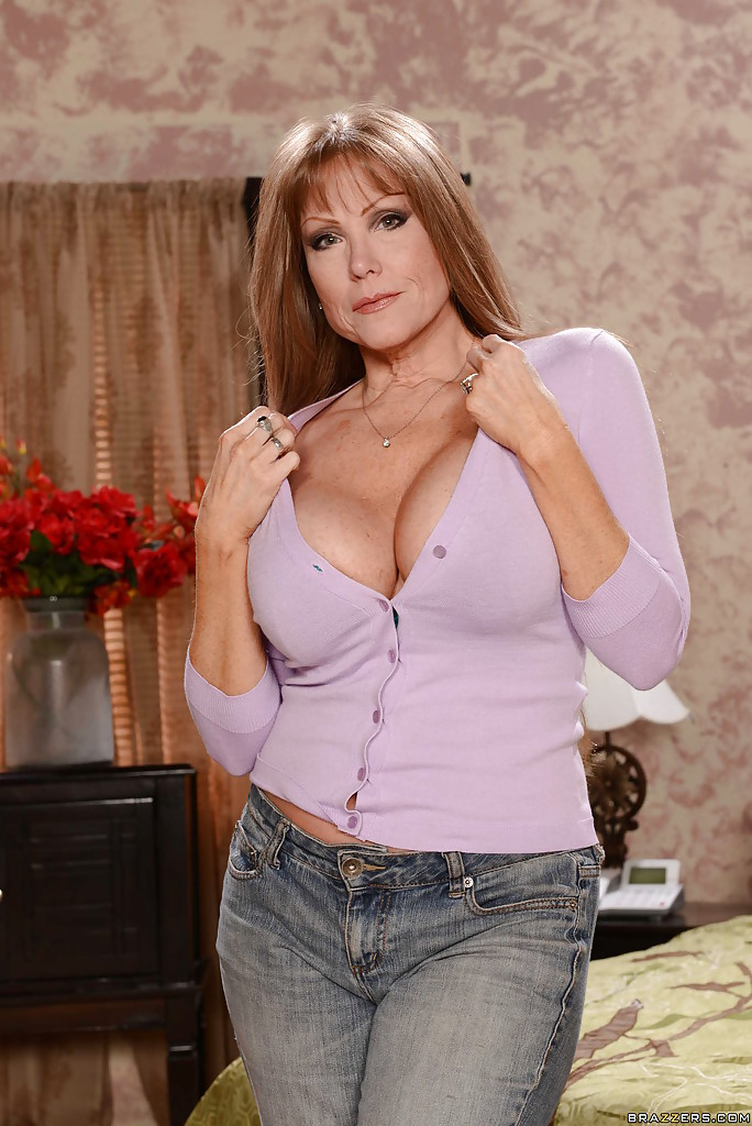 Busty stepmother Darla Crane   362534