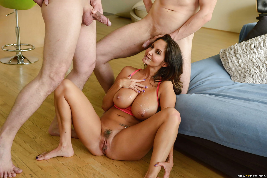 Pleasing wife with cunnilingus
