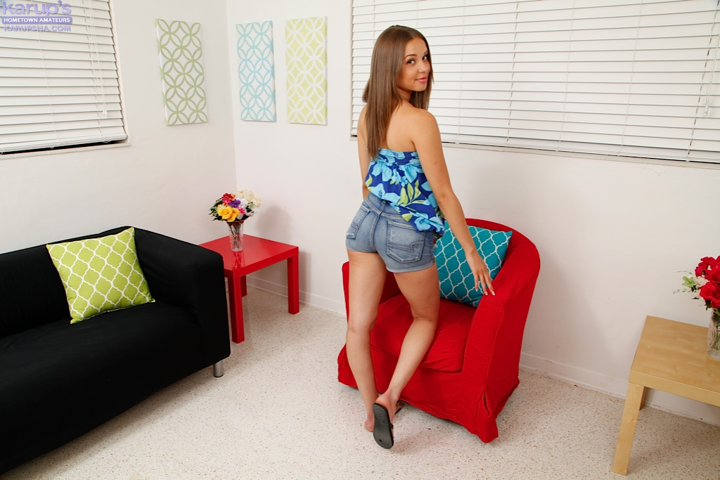College girl Liza Rowe has her first interracial sex experience off campus  1958656