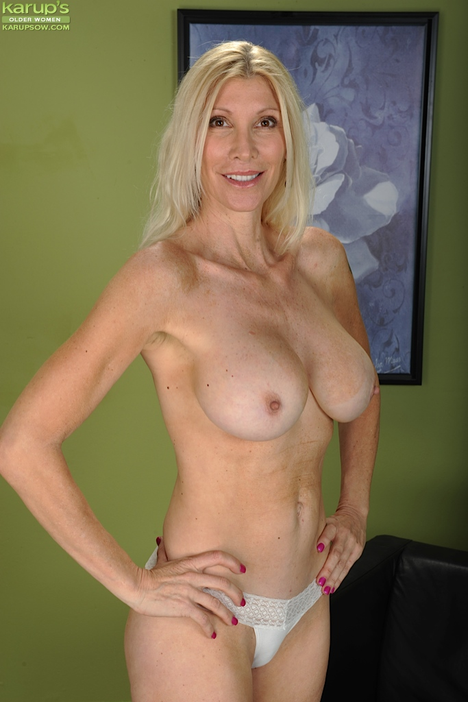image Busty mature blonde shows her masturbation skills