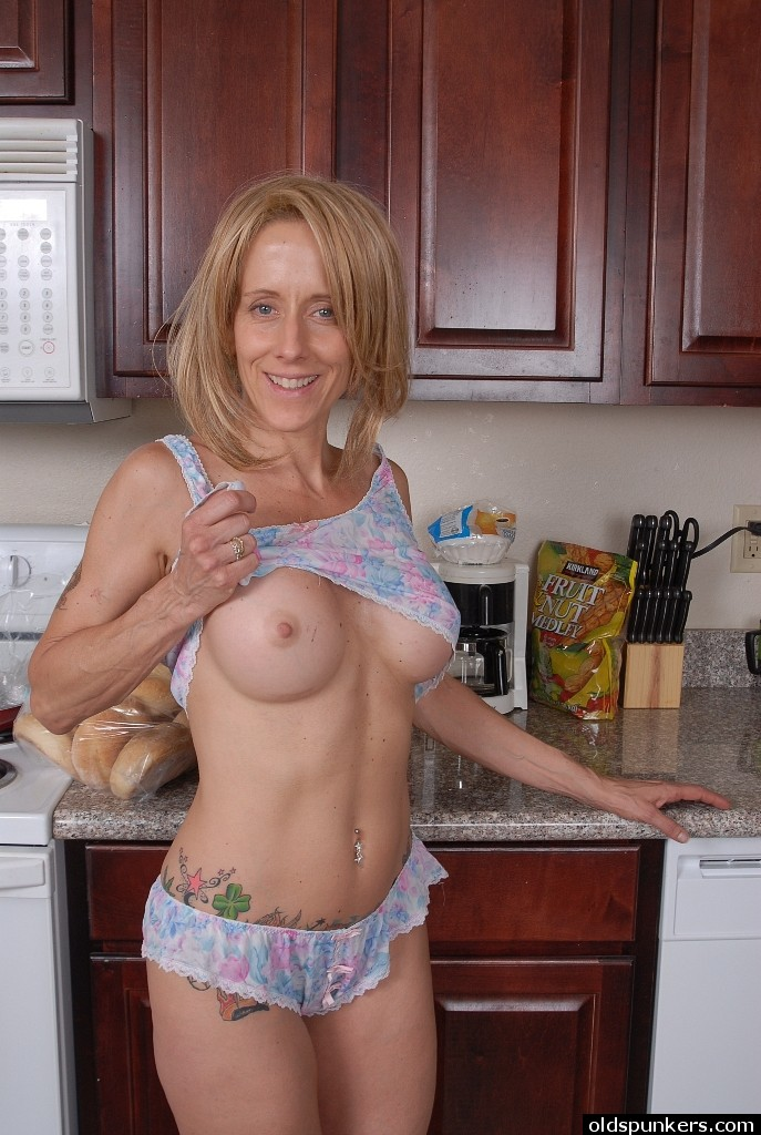 Very old amateur grannies spread wide