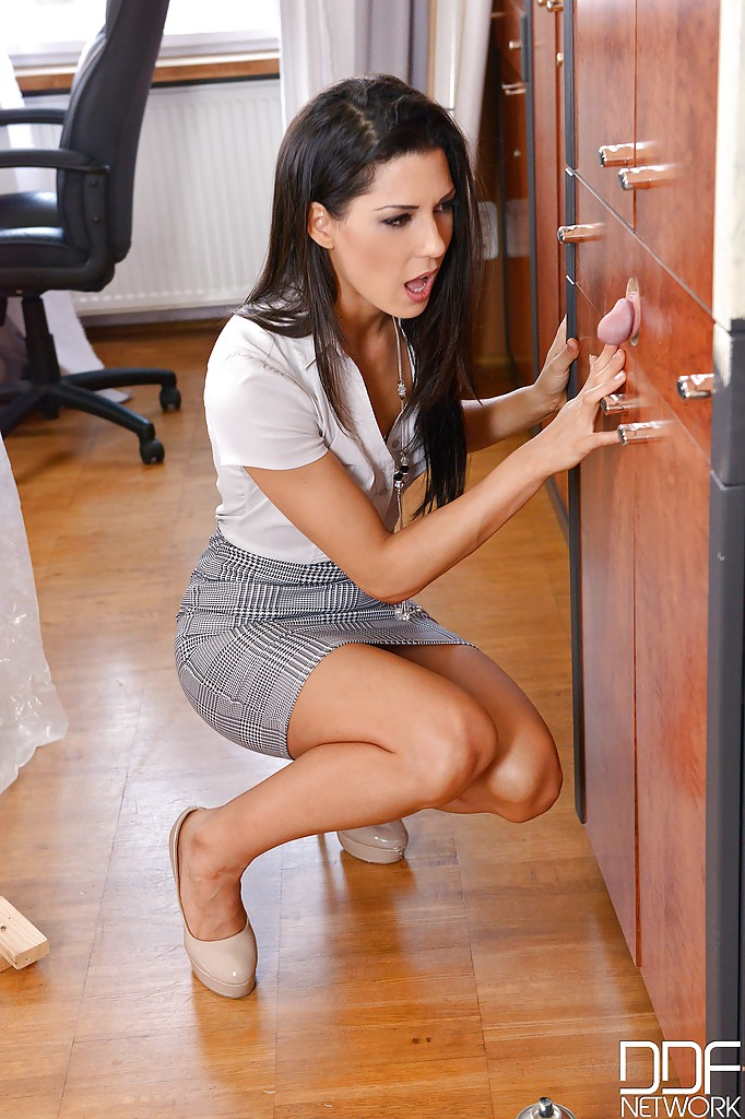 Brunette secretary Alexa Tomas taking big load of jizz in ...