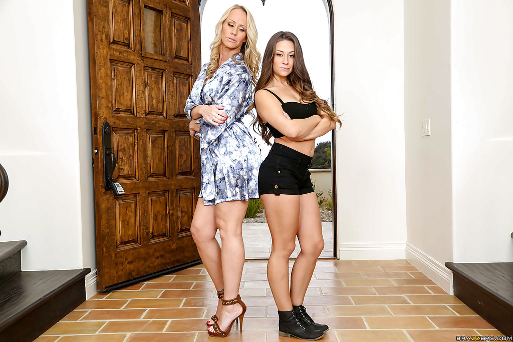 Clothed teens Cassidy Klein and Darcie Belle are sucking together № 770316 бесплатно