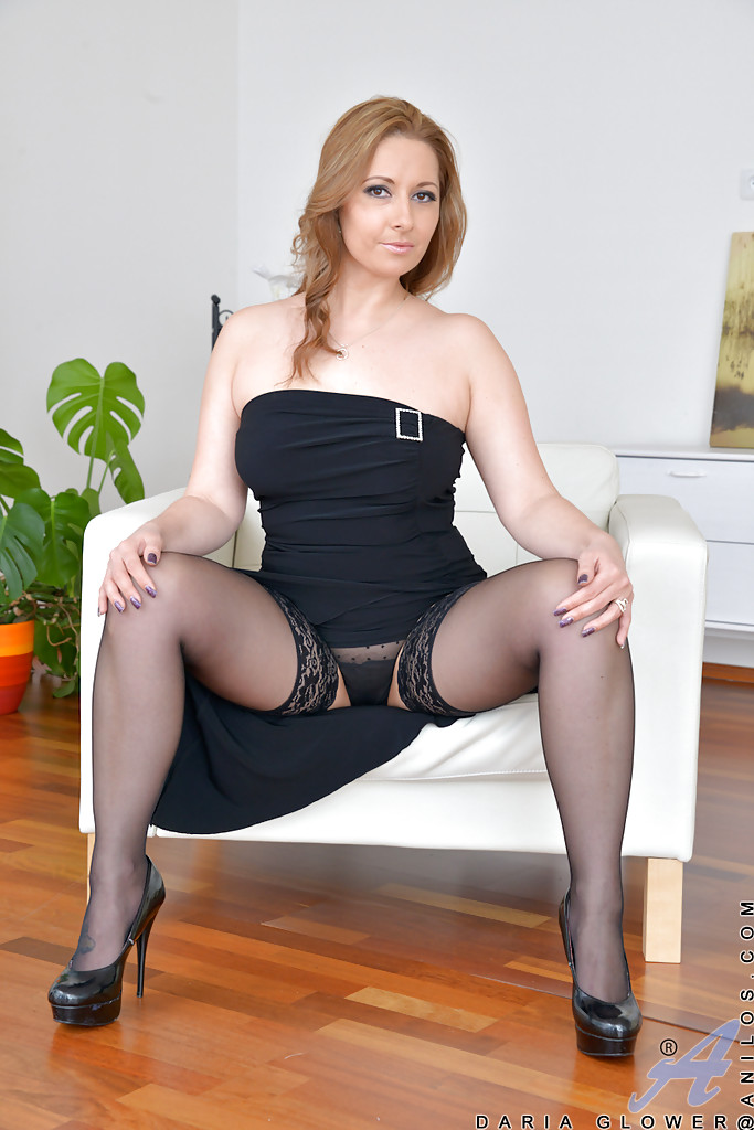 Fully clothed MILF Daria Glower spreads nylon clad legs to ...