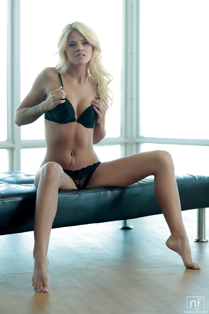 Hot blonde Jessa Rhodes strips off spandex shorts and bra to pose in teh nude  1527450