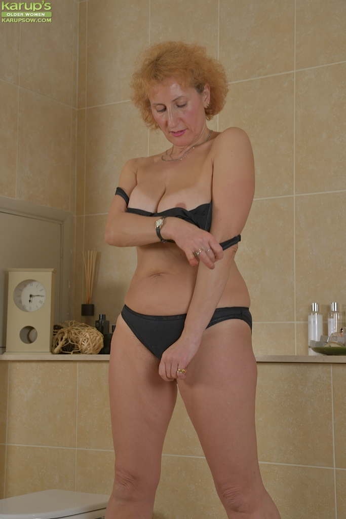 older women sexy in toilet