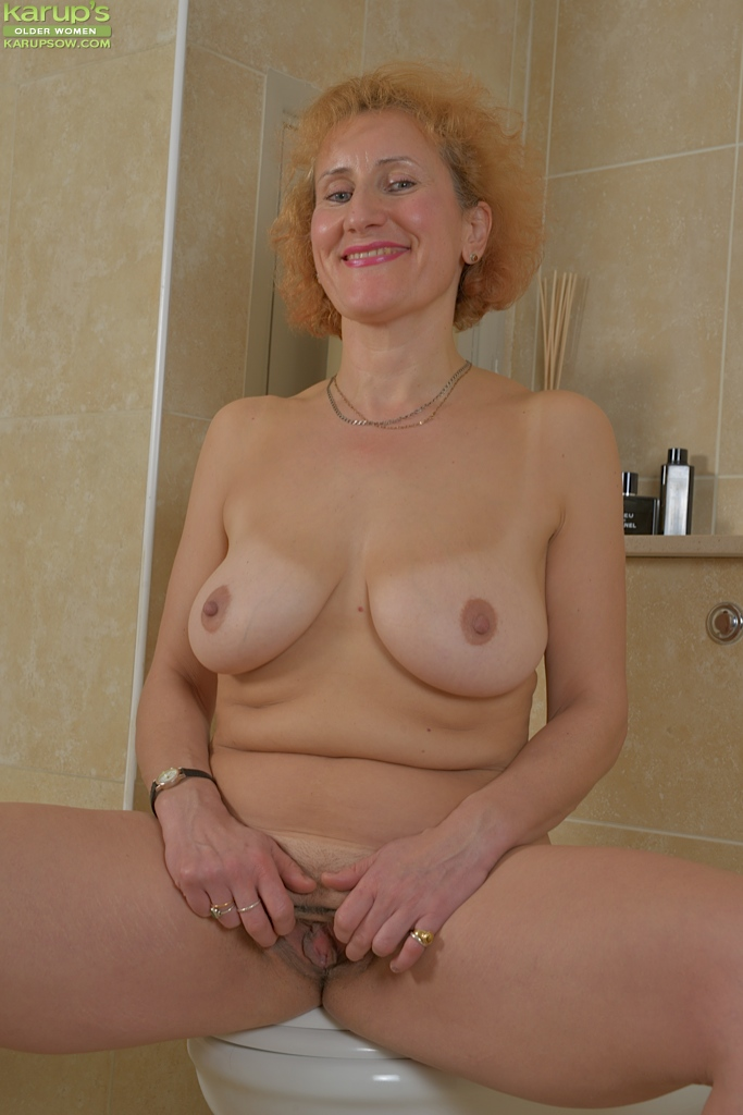 from Michael open pussy girl doing bathroom