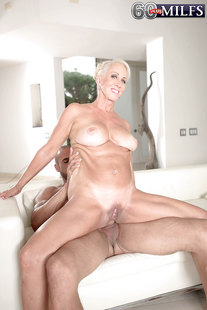 image Mature mom anal play