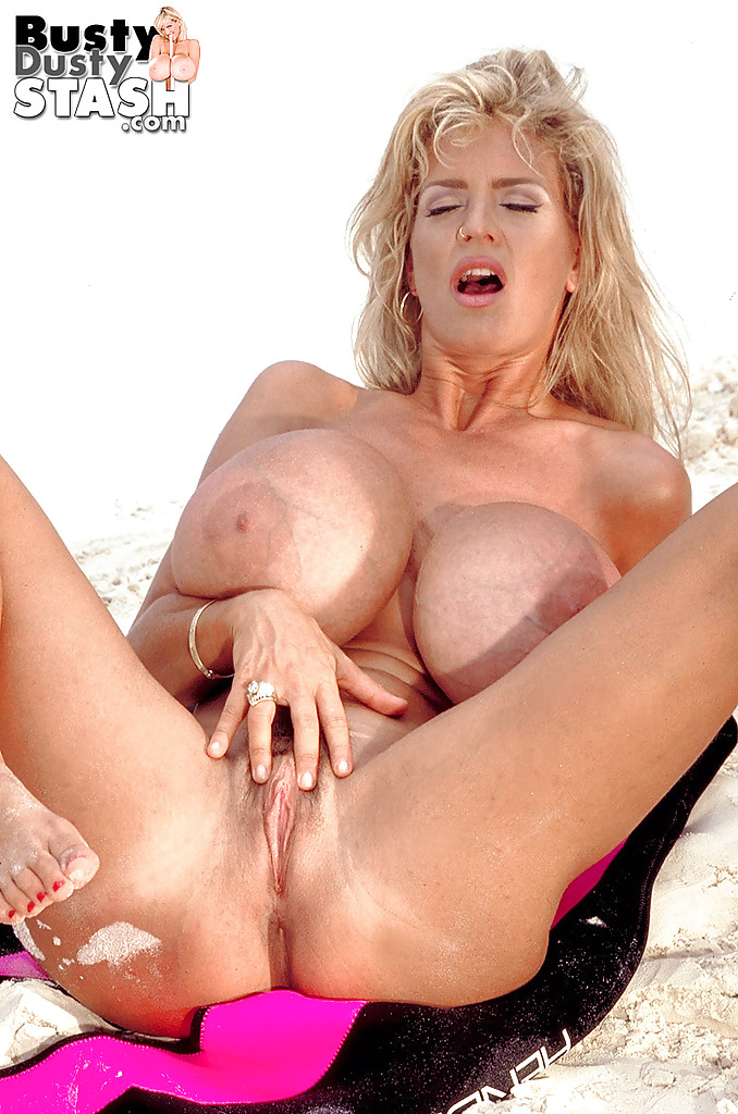 Hot shapely milf video clips