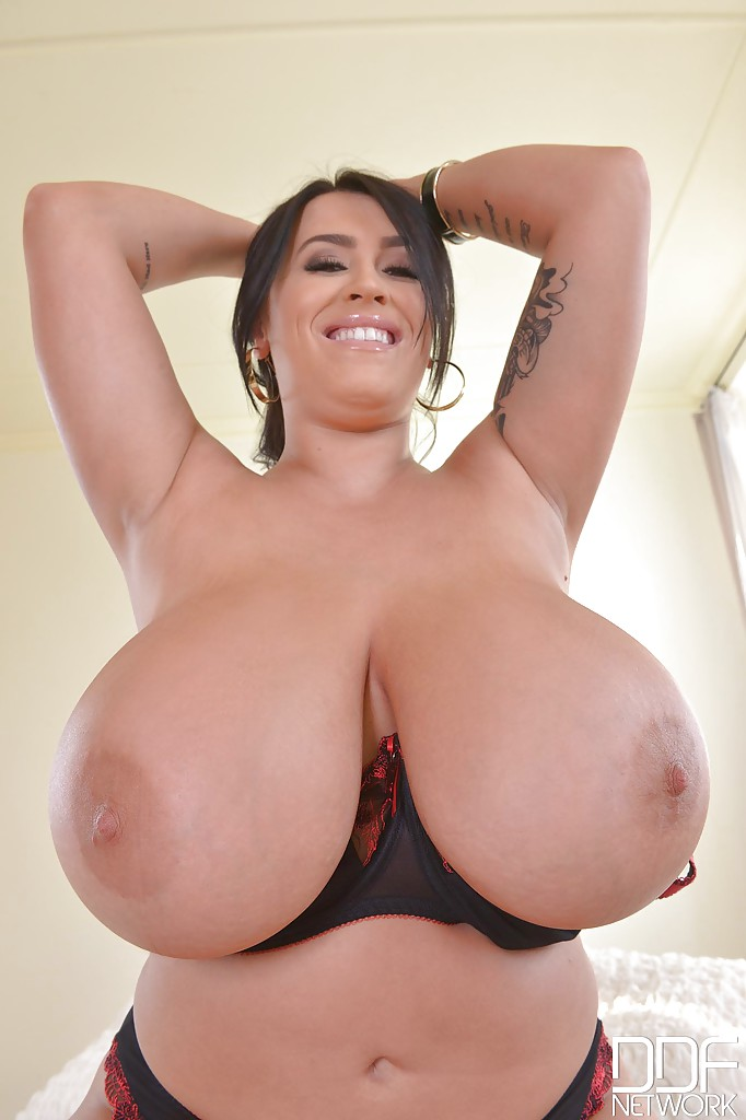 Sexy busty plump honey shows off her juicy fat ass and wet 5