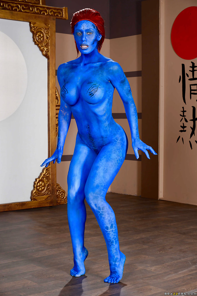 Bodypainting naked big butt