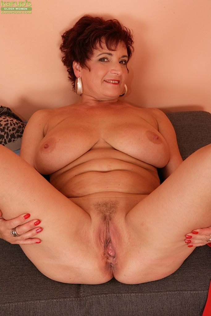 mature huge boobs masturbating