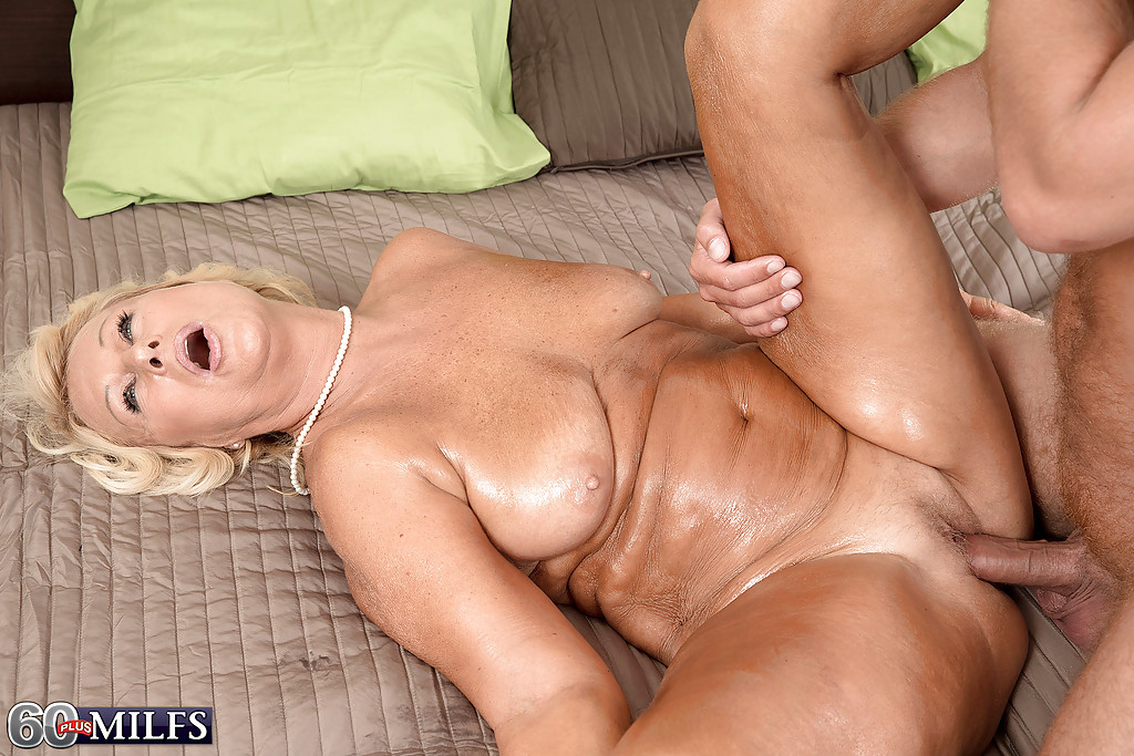 Shemale fucks guy creampie