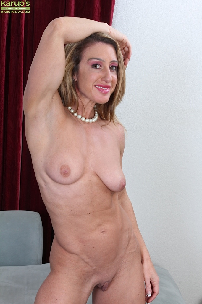 Woman shaved pussy Mature