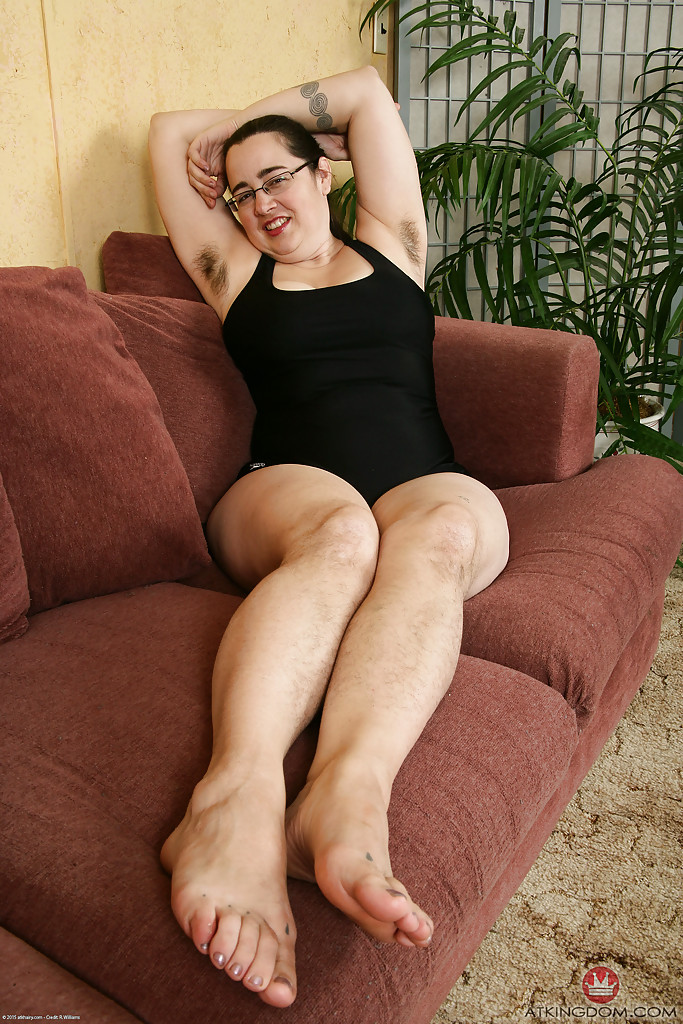 Mature milf feet soles worship