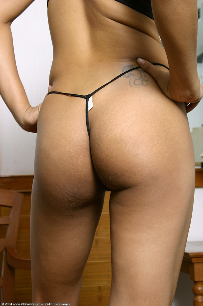 Amateur big ass babe in stockings sucks 7