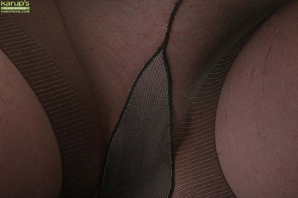 Pull your pantyhose off