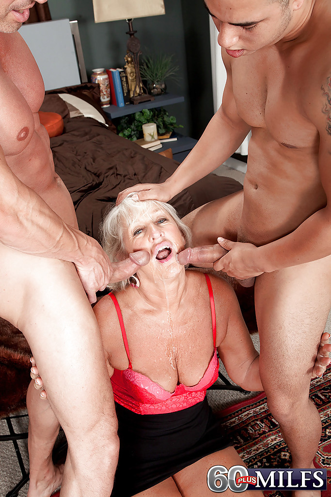 Stocking loving milf loves facials