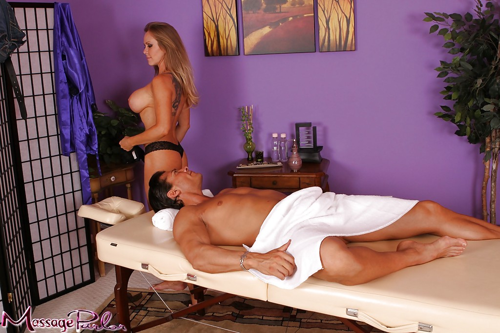 massage undressing