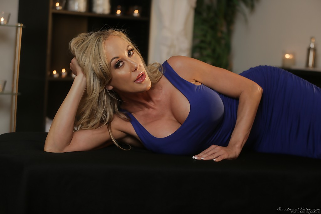 Busty MILF Sovereign Syre swaps oral sex before a hard fuck on her bed № 125464 загрузить