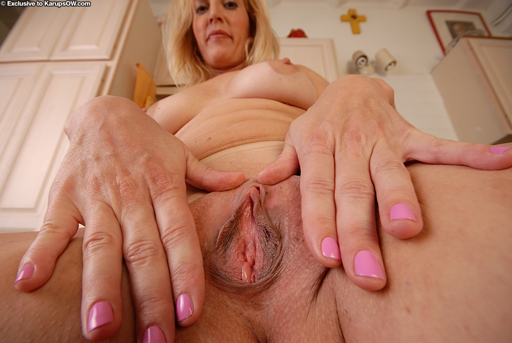 White mature pussy video
