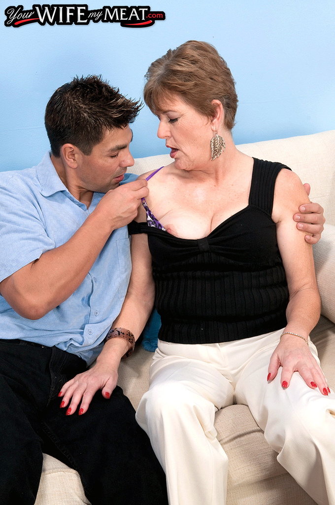 Sultry auburn MILF gives a fervent blowjob for her mouth full of jizz № 1232428 бесплатно