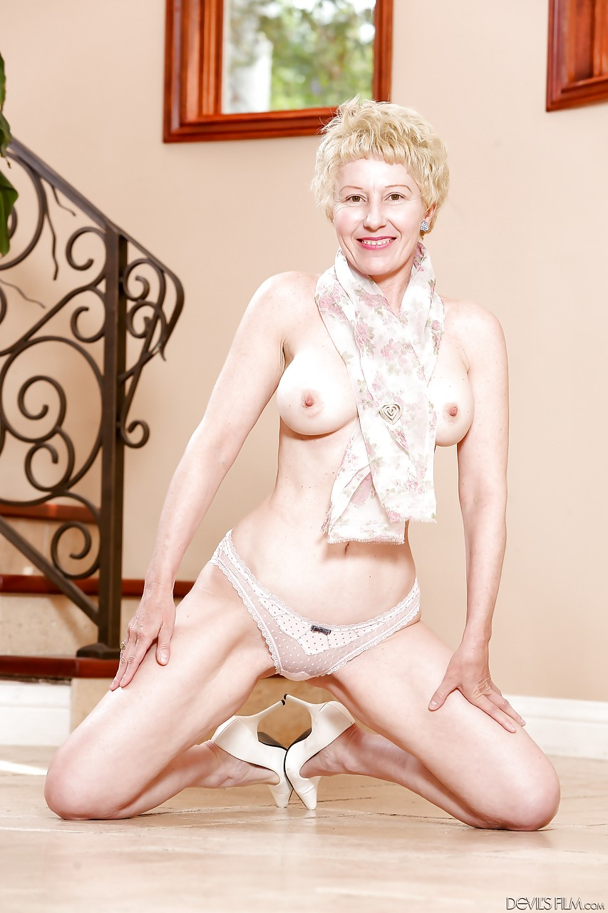 Gallery mature picture posing stripping words