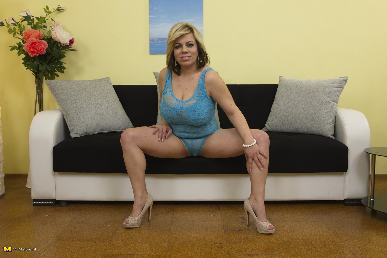 Mature mom Robin Pachino fondles comely tits and spreads cooter № 359343  скачать