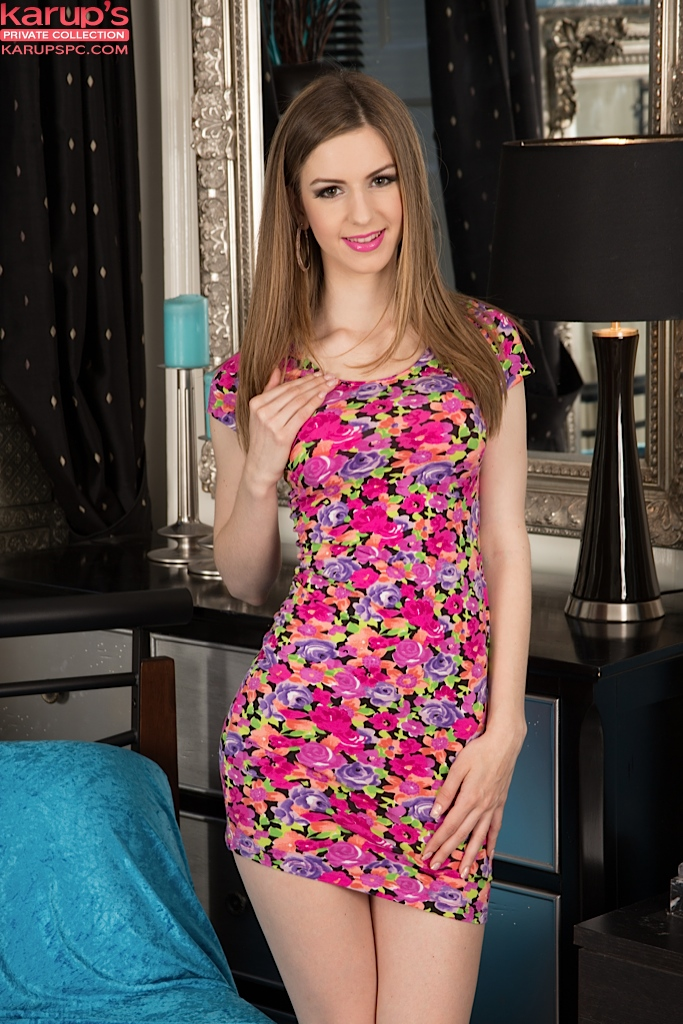 Babe Stella Cox plays in dirty anal games with her hot friend  2168913