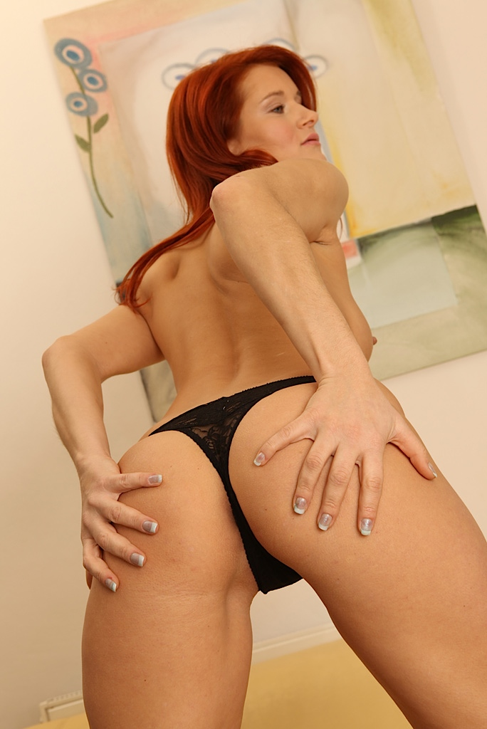 Hot mature redhead amateur Lucy Red strips to show small ...