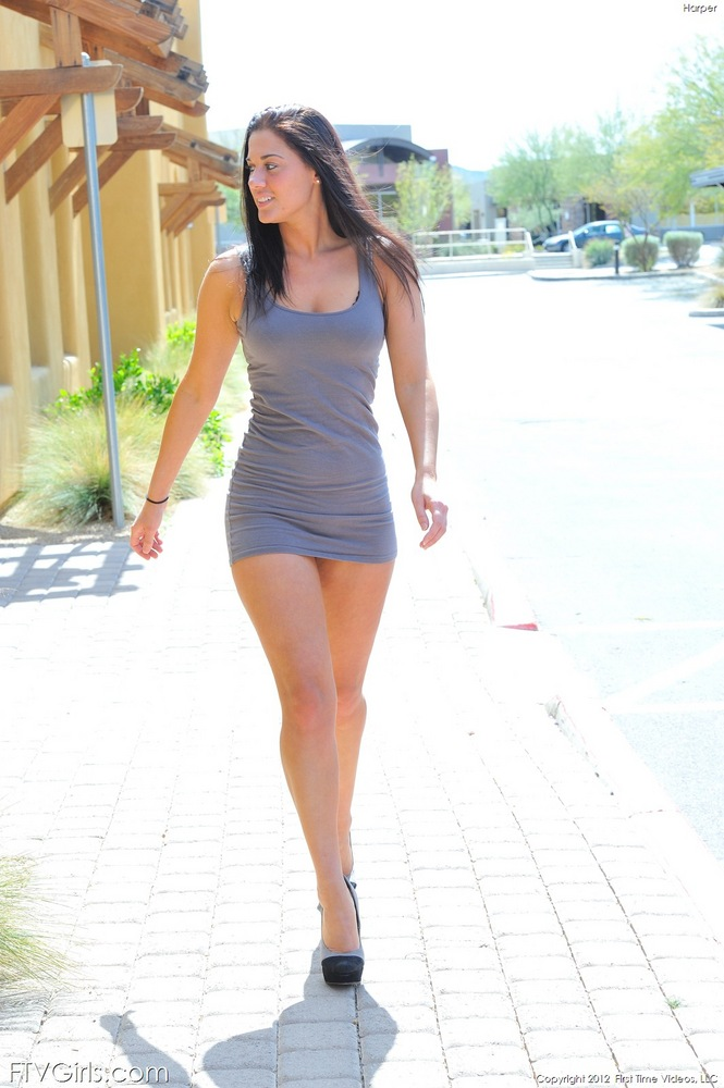 Stunning babe Eufrat Mai exposes her long legs in tight shorts outdoor № 477777 загрузить