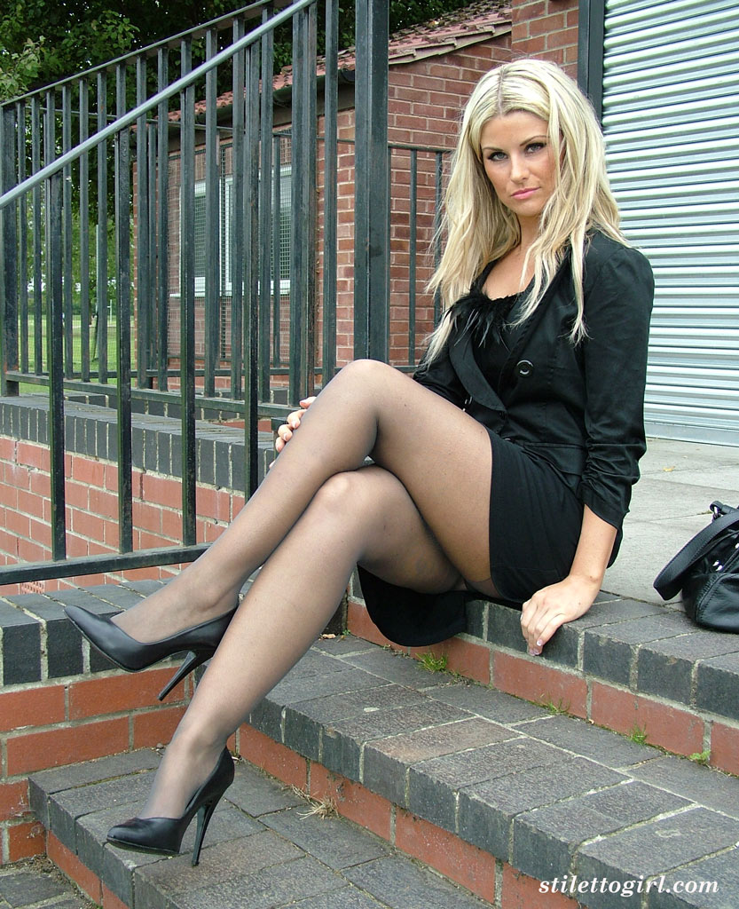 Blonde lady over 30 Samantha Jolie posing non nude outdoors in nylons  217897
