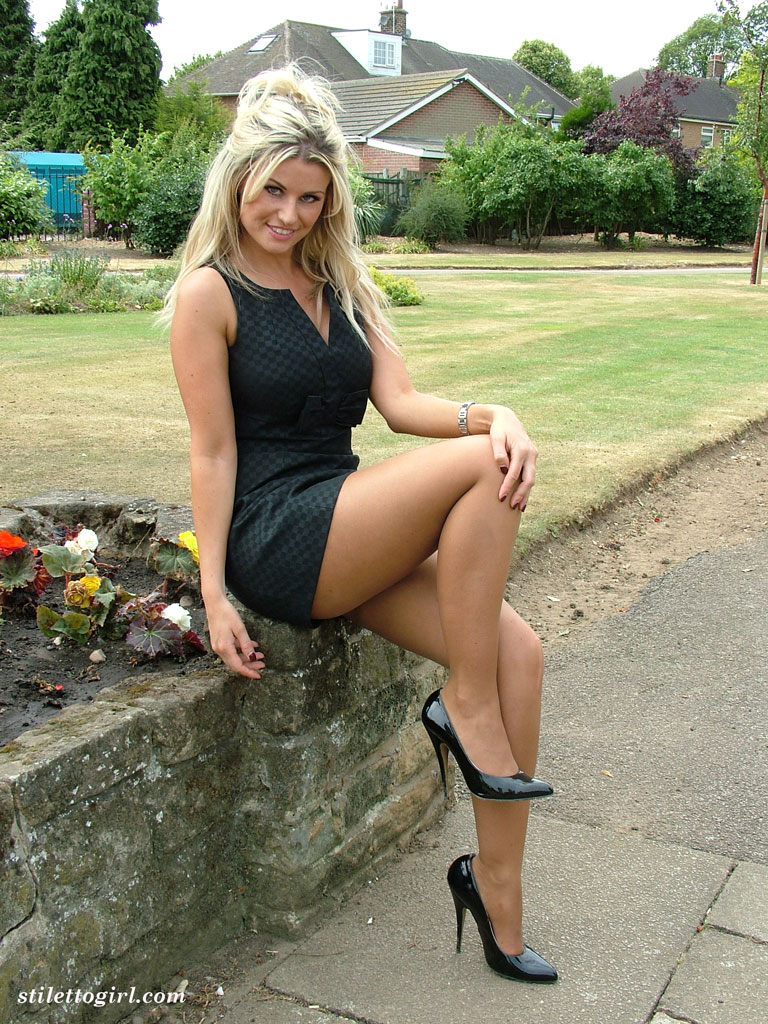 Blonde lady over 30 Samantha Jolie posing non nude outdoors in nylons  217847