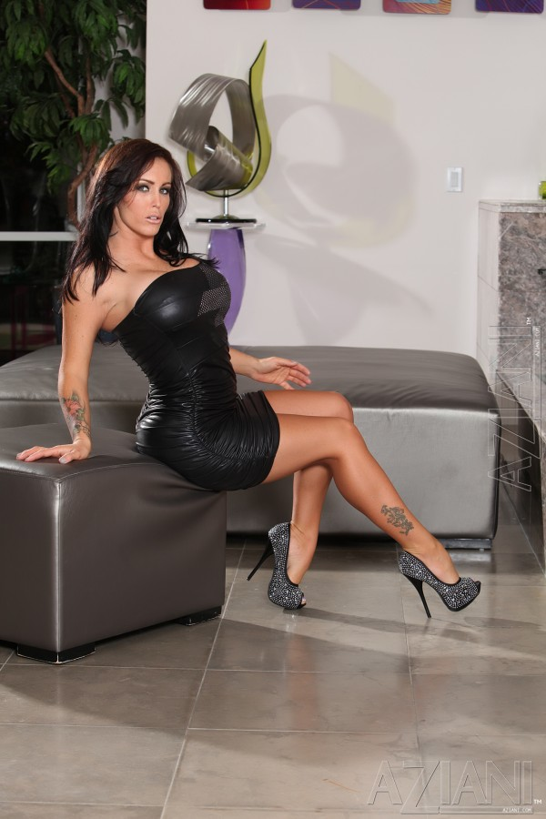 Top pornstar Jenna Presley gets banged with her legs spread wide open  1550649
