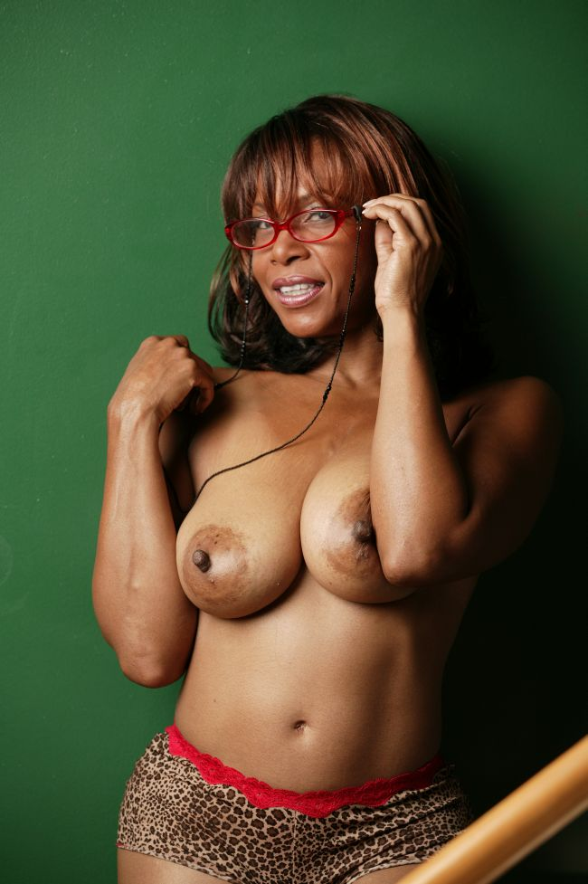 Huge tits black mature
