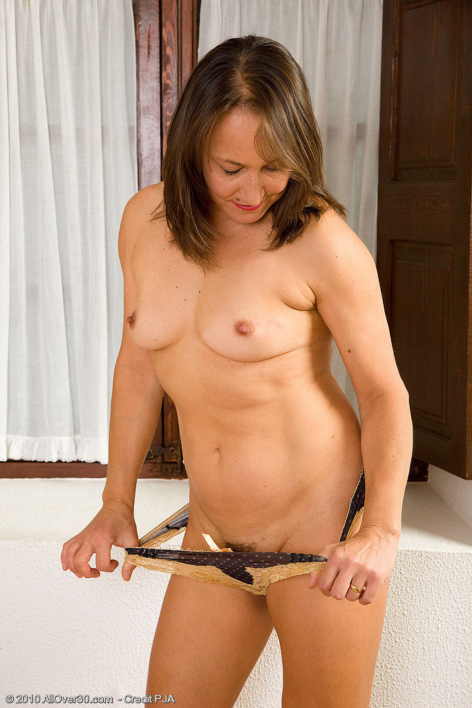Nude small titts mom