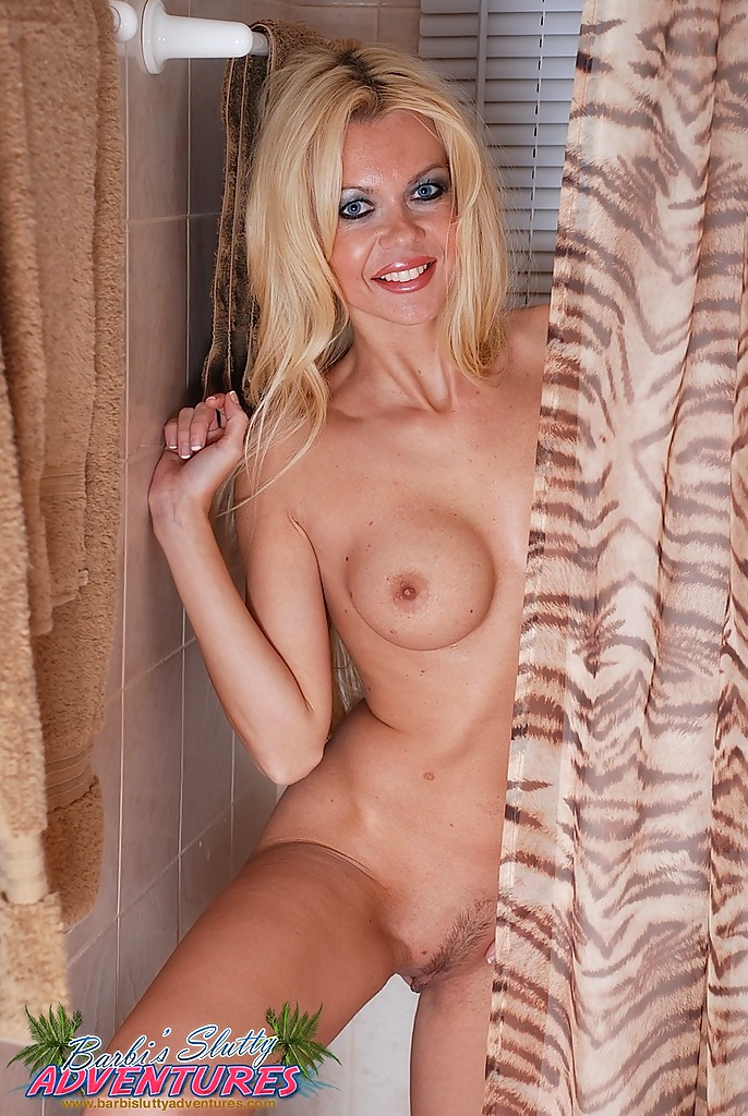 Fantastic body milf shower