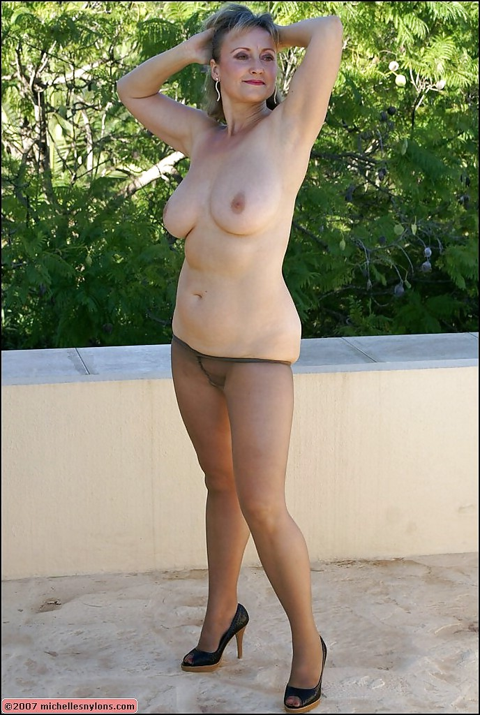 Mature outdoor masturbating