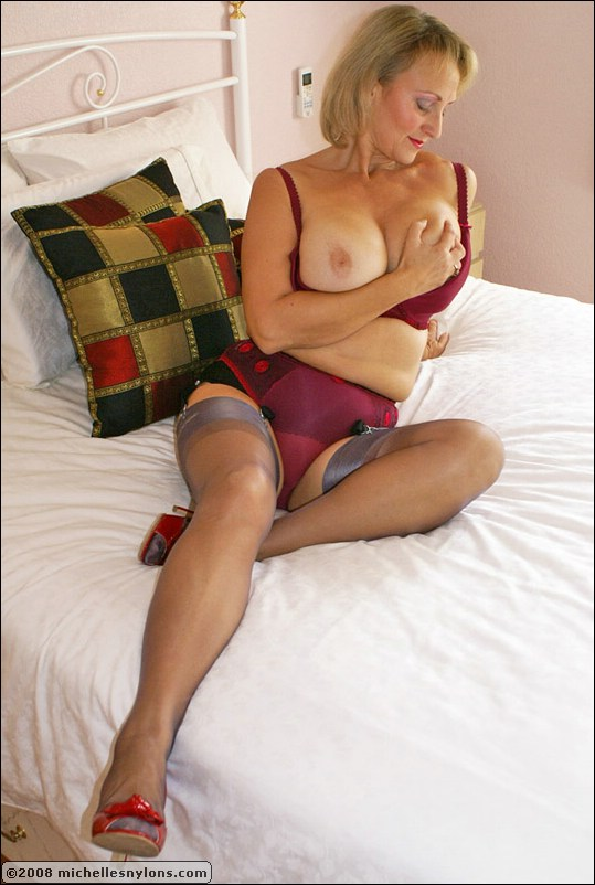 Mature ladies using dildos