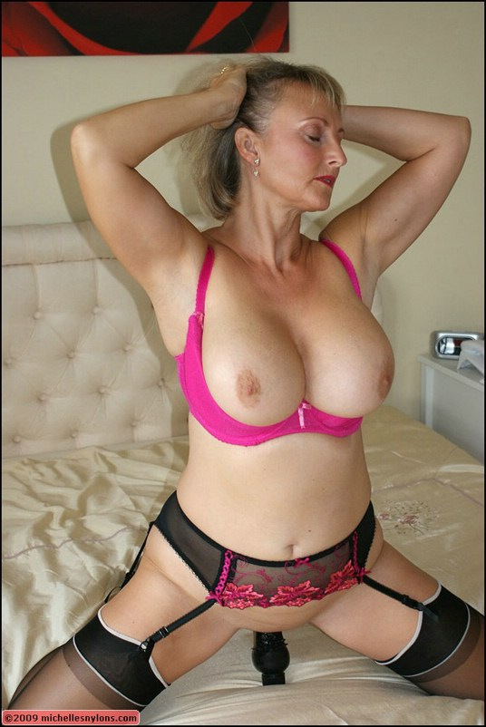 Mature loves her thick dildo
