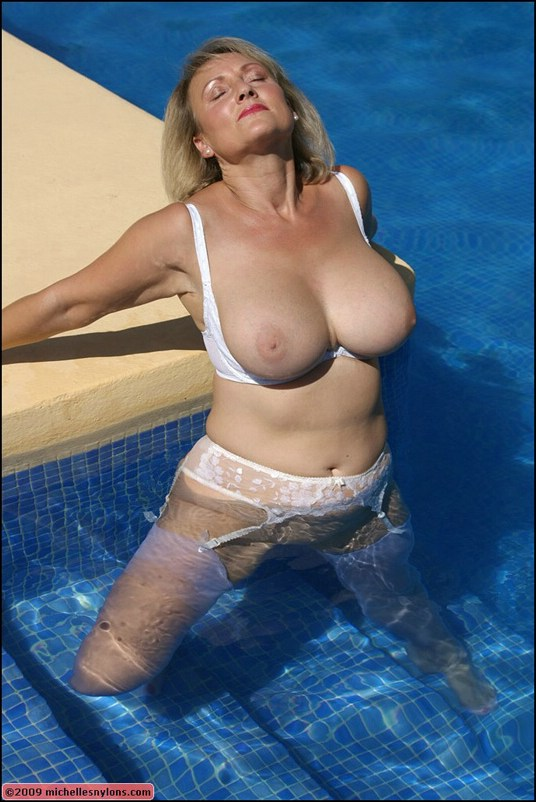 boob-mature-pool-girl-cum-face