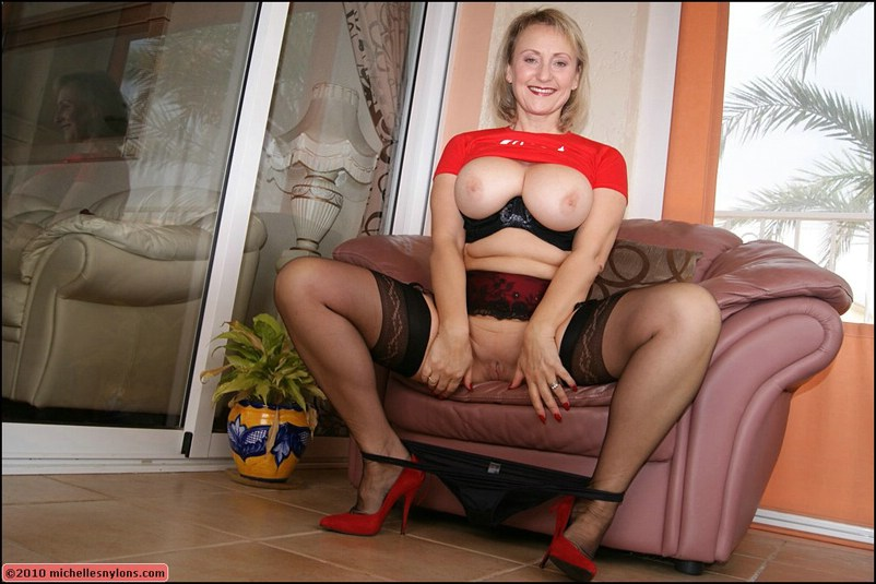 Big titty milf plumpers in pantyhose