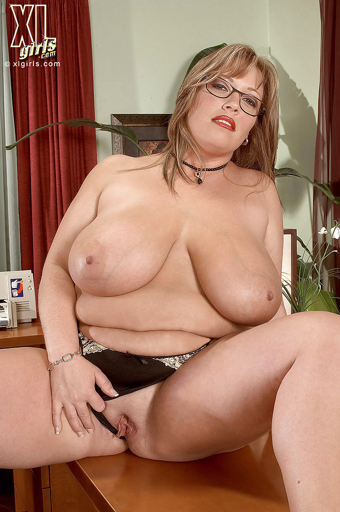 Can Big huge thick naked chics with glasses