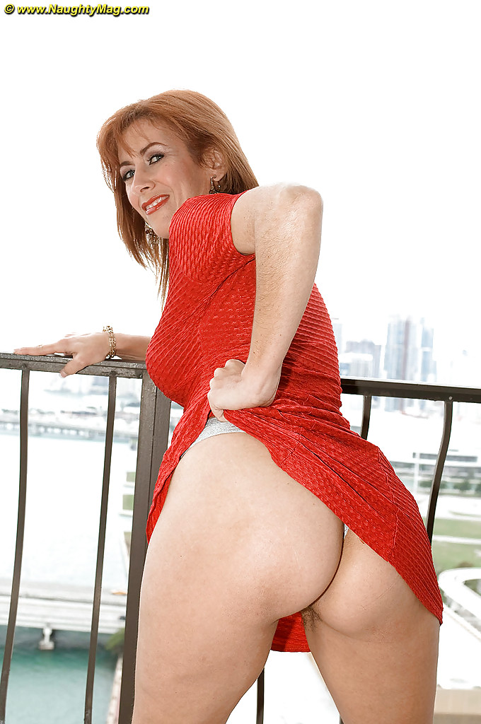 amateur mature srxy ass