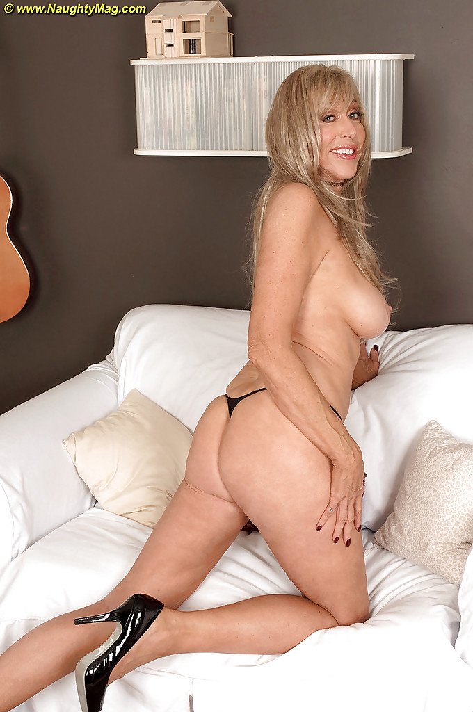 Cougar amateur blonde milf