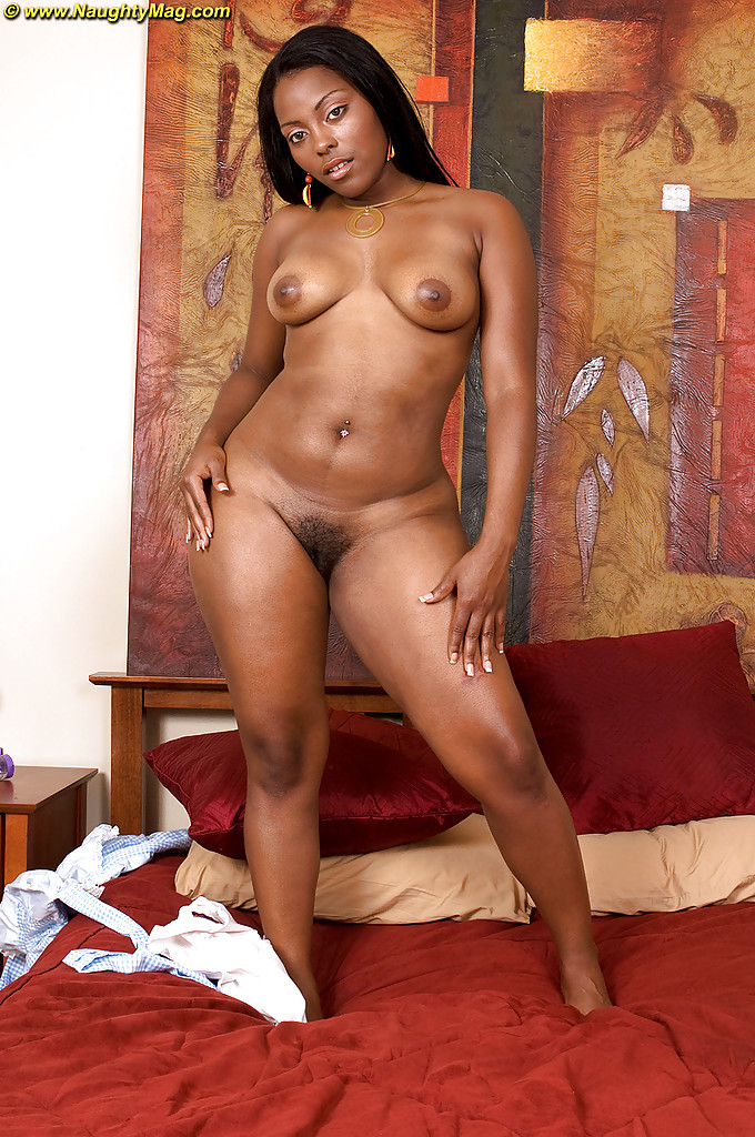 Amateur ebony pleasure mia posing nude and vibrating
